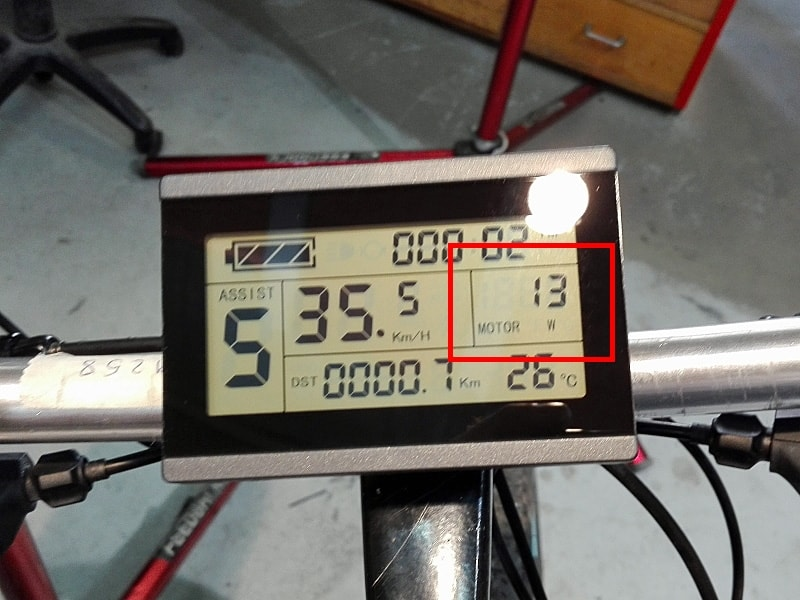 Potencia desarrollada por el motor, en un display LCD 5 Plus