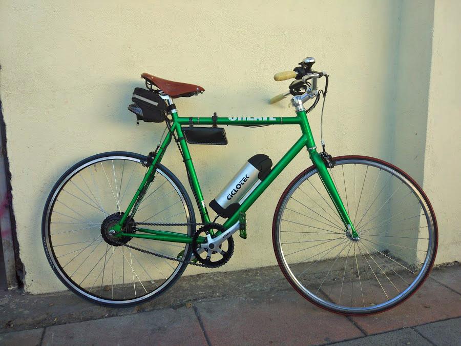 A esta bonita fixit le hemos puesto un motor de 250 en rueda trasera y una batería de botella en el cuadro.