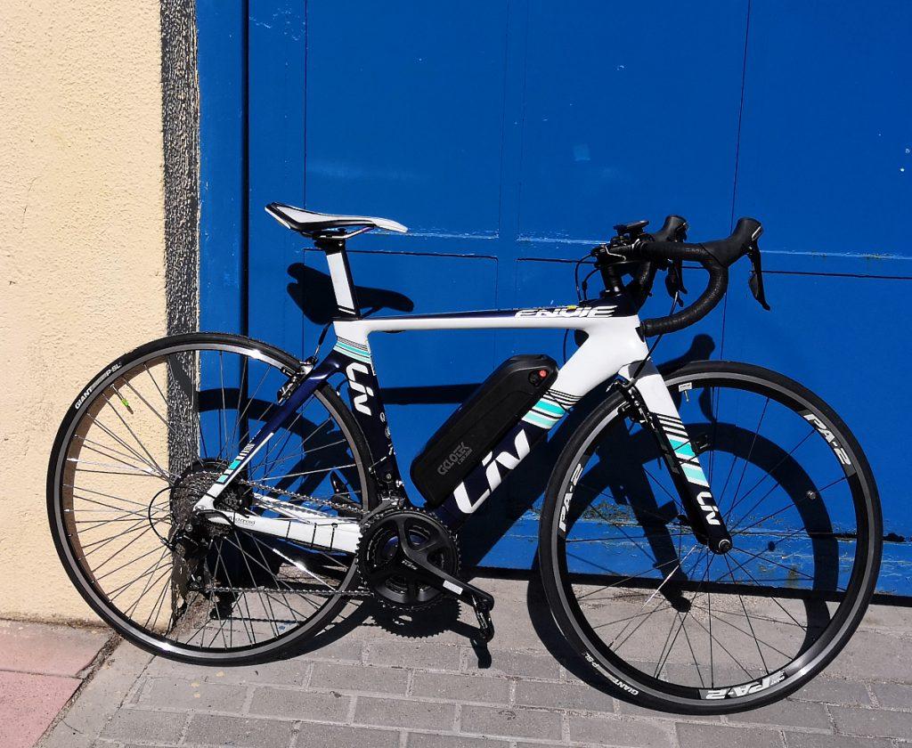 Bicicleta Giant Liv convertida en eléctrica
