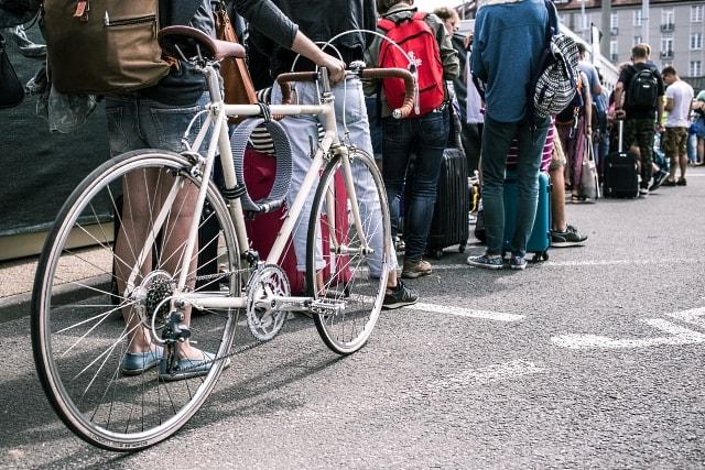 La bici es un medio de transporte de tamaño humano